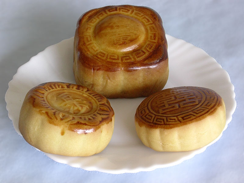 in japanese yuebing in chinese and moon cake in english